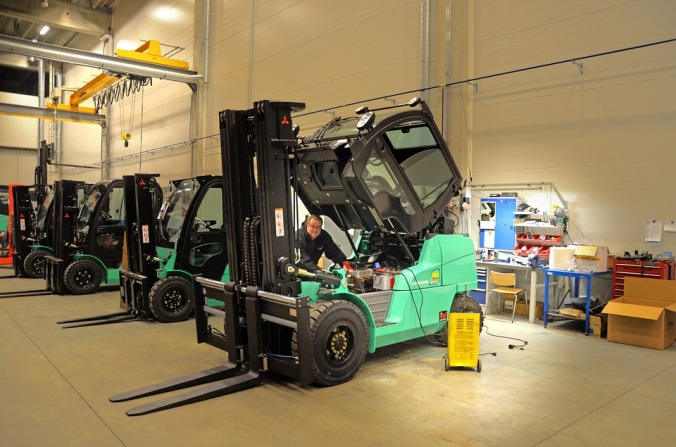 cleaning forklift- sales garage