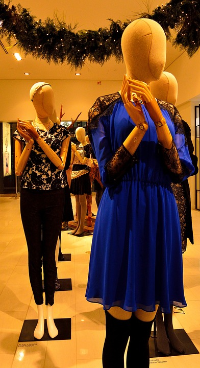 cleaning mannequin-
